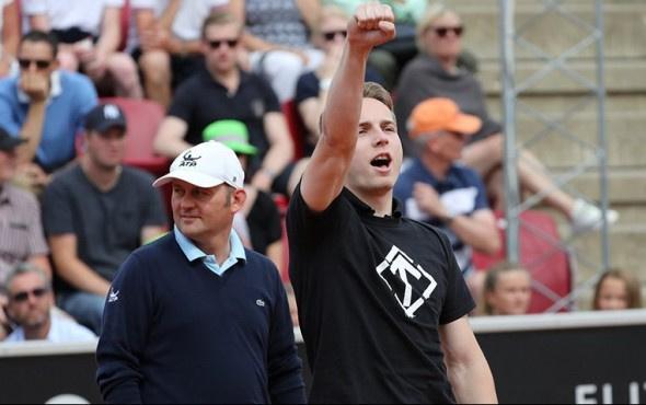 Tenis maçında ortalığı karıştıran Nazi eylemi