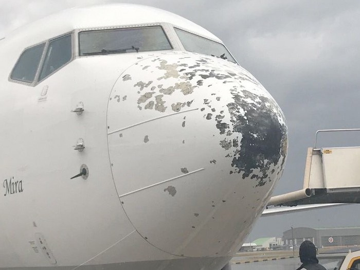 Doluya tutulan uçaklar ve binalar delik deşik!