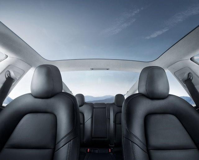 Tesla Model 3 artık yollarda