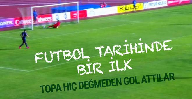 Futbol tarihinde bir ilk! Topa hiç değmeden gol attılar…