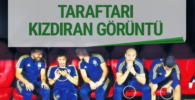 Fenerbahçe'nin yedek futbolcuları taraftarı kızdırdı