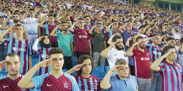 Trabzonspor taraftarı Eren için ayakta
