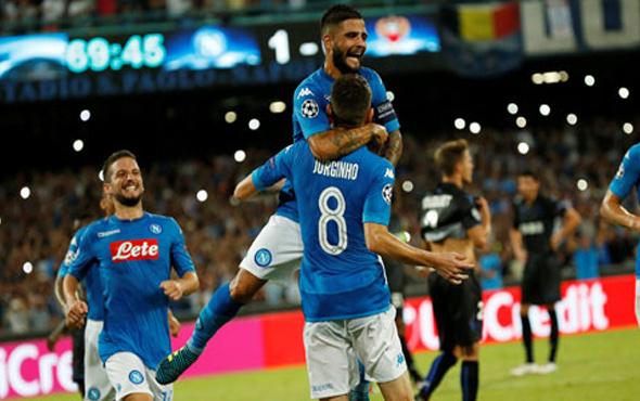 Napoli Sneijder'siz Nice'yi dağıttı
