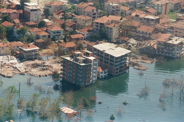17 Ağustos depremi 18.yılı Türkiye bu büyük acıyı unutmuyor