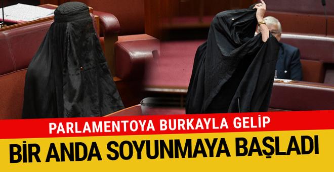 Parlamentoya burkayla gelip soyundu