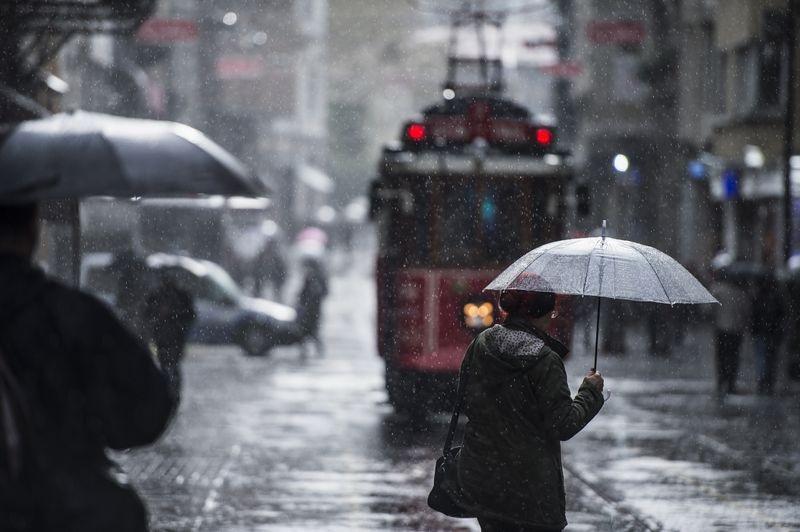İstanbul hava durumu bugün MGM sağanak için saat verdi