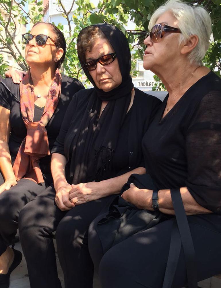 Vatan Şaşmaz son yolculuğuna uğurlanıyor cenazesinden görüntüler