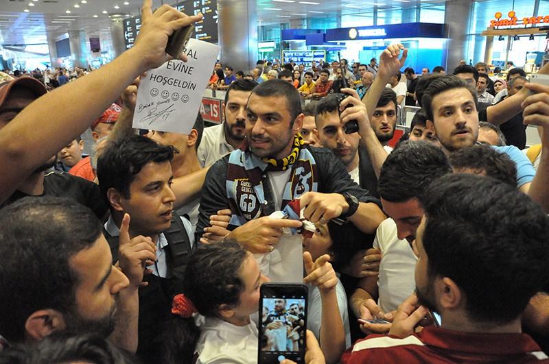 Burak Yılmaz'a İstanbul'da coşkulu karşılama