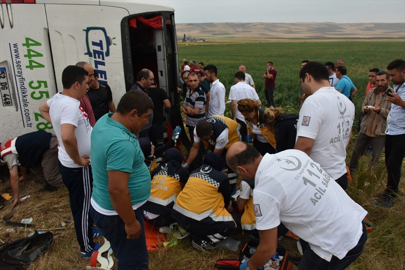 Amasya'da yolcu otobüsü devrildi ölüler ve yaralılar var