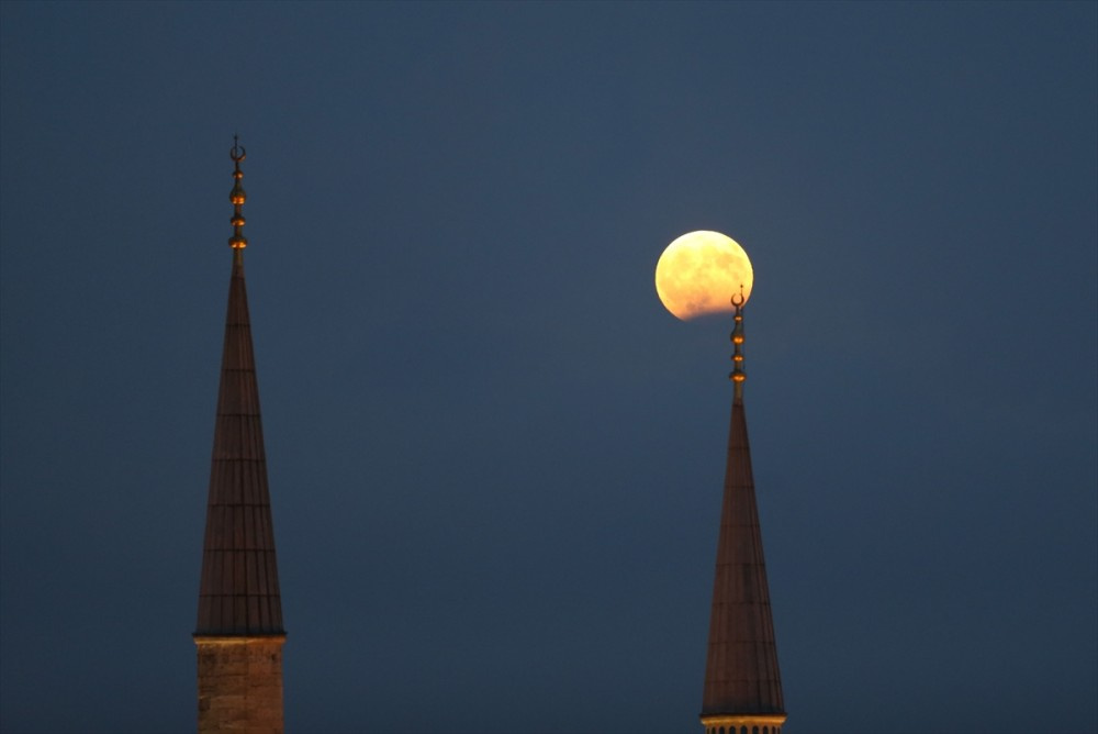 Ay tutulması Türkiye'den de izlendi