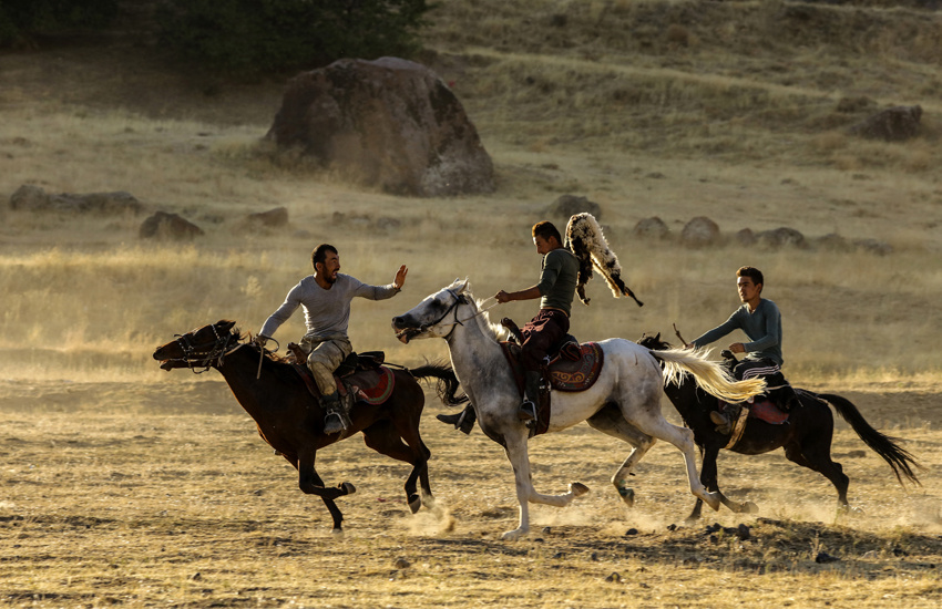 Kırgızlar'ın düğün şöleni Erciş'te yaşatılıyor