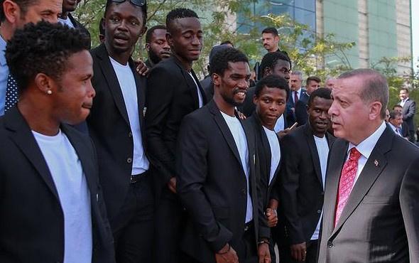Afrikalı sporcular Erdoğan'ın ilgisini çekti
