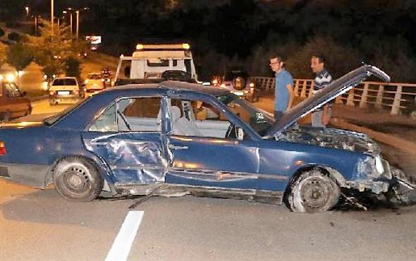 Kaza yapan üniversiteli hasarlı aracı görünce
