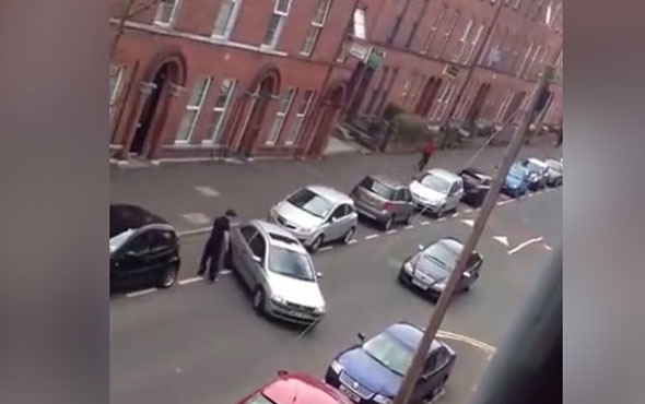 Kadın sürücünün parkla imtihanı