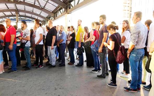 Metrobüste oturmak isteyenlere 'sıralı' çözüm