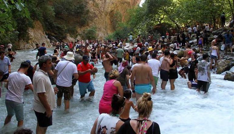 Dünyaca ünlü kanyonda bayram izdihamı