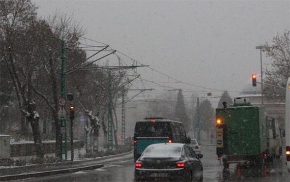 Yaz bitmeden kar yağdı: Vatandaşlar şaştı kaldı!
