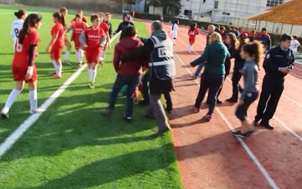 Kadın futbolcular kavga etti; maç tatil edildi