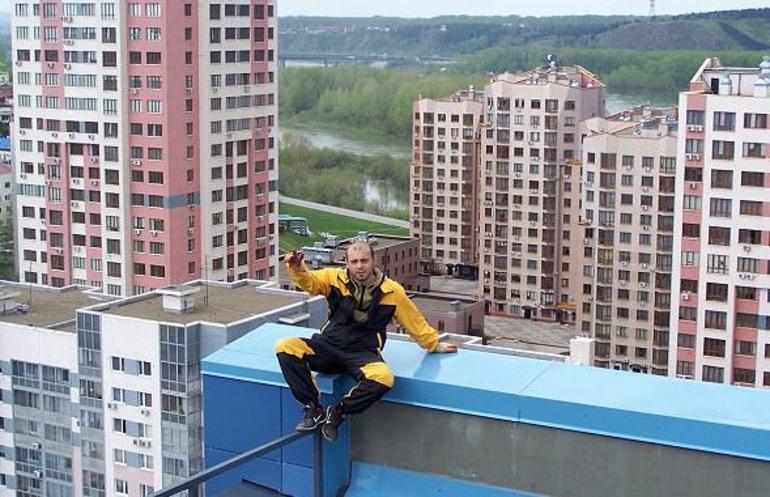 Korkunç ölüm! Binanın çatısında donarak...