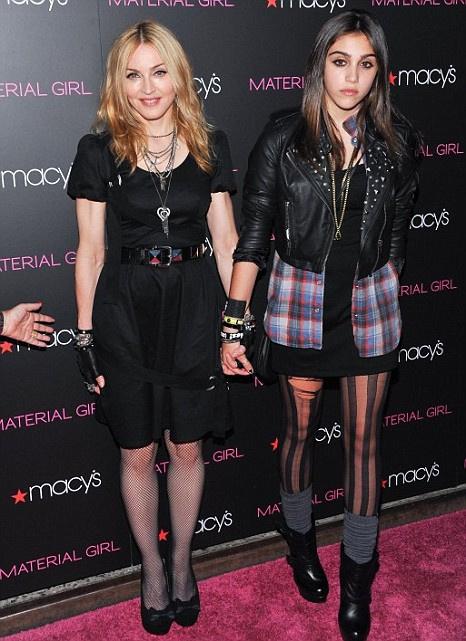 Madonna'nın kızının koltuk altı pozu olay oldu