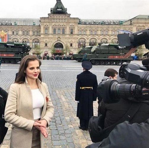 Putin'in Bond kızı ortalığı kasıp kavuruyor
