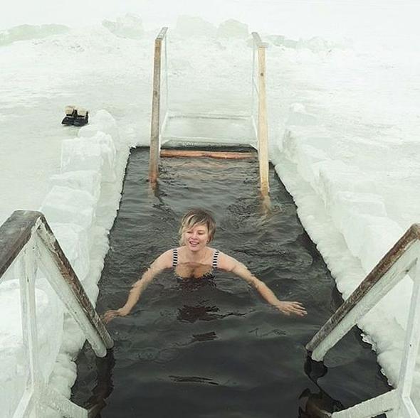 Çok cesur hareket dondurucu havada bu halde...