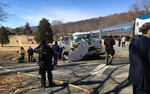 ABDde Cumhuriyetçi vekilleri taşıyan tren kaza yaptı 12