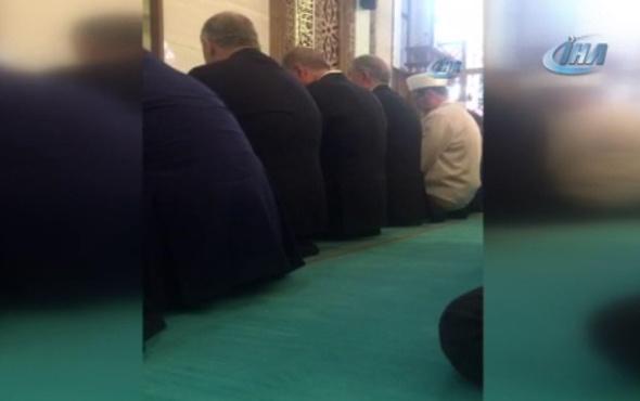 Cumhurbaşkanı Erdoğan, Orgeneral Hulusi Akar Camii'nde Kur'an okudu