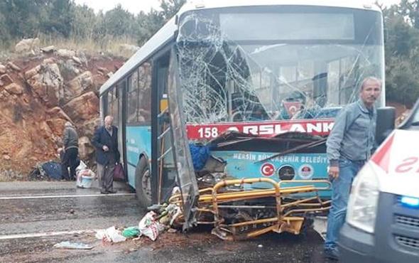 Mersin'de belediye otobüsü kayalıklara çarptı yaralılar var