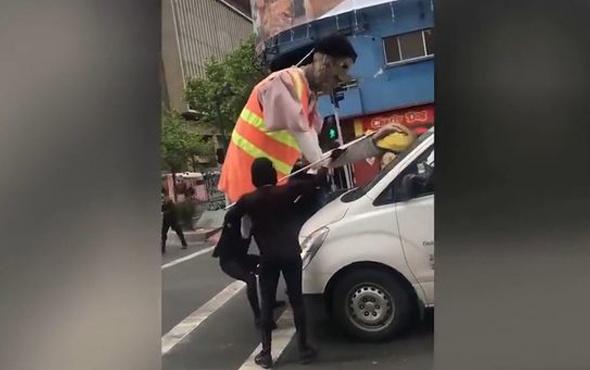 Araçların camını silen insanlar buldukları fikirle hayran bıraktı