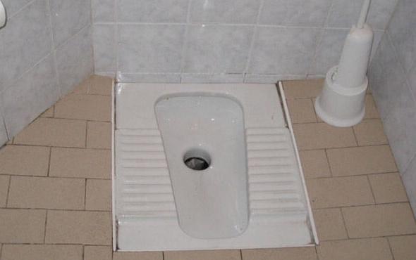 Tuvalette düştü gözünden giren fırça sapı beynine saplandı
