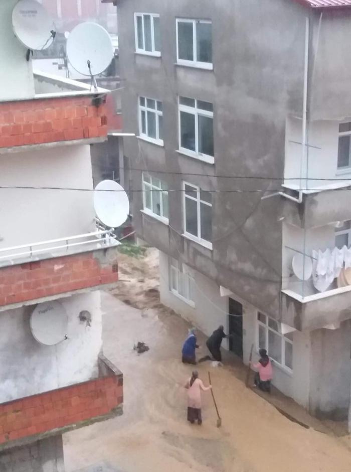 Trabzon Rize ve Artvin mini kıyameti yaşadı sel hortum heyelan