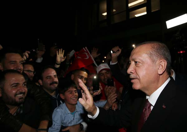 Cumhurbaşkanı Erdoğan'a sevgi gösterisi