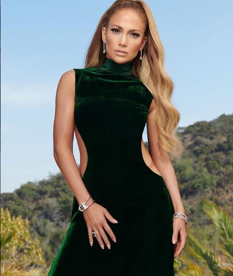 Jennifer Lopez'in sosyal medyada paylaştığı poz olay oldu!