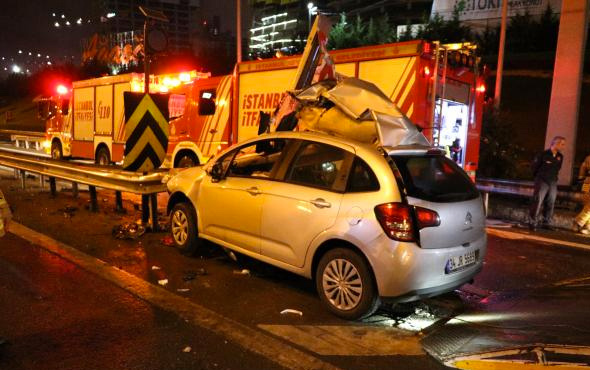 Ataşehir'de otomobil bariyere ok gibi saplandı: 1 ağır yaralı