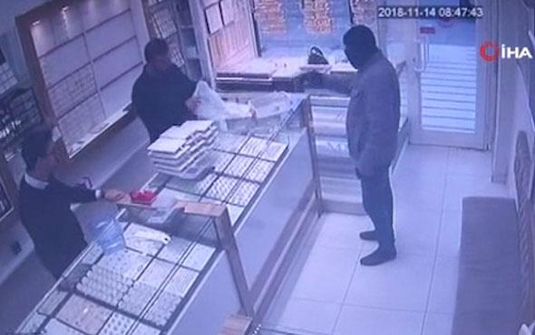 Kuyumcuyu soymak isteyen silahlı soyguncu neye uğradığını şaşırdı
