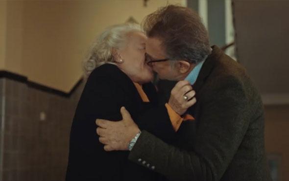 İstanbullu Gelin'de Süreyya, Esma ile Galip'i öpüşürken yakaladı