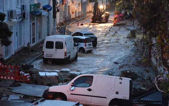 Bodrum'u sel vurdu araçlarının içinde denize sürüklendiler...