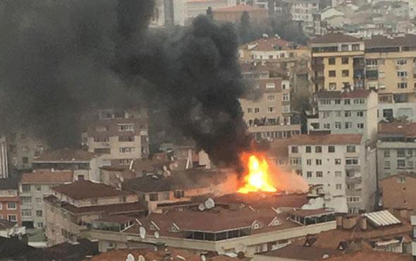 Şişli'de korkutan yangın! Alevler tüm çatıyı sardı
