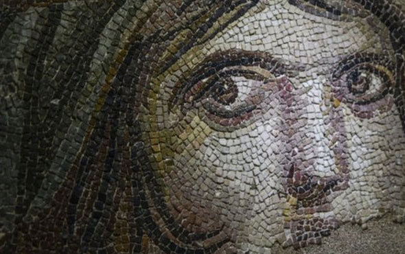 Çingene Kızı' Mozaiğinin kayıp parçaları Türkiye'de