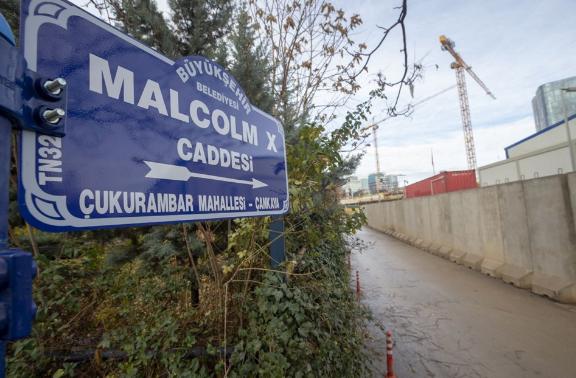Erdoğan talimat vermişti! O caddenin tabelası değişti