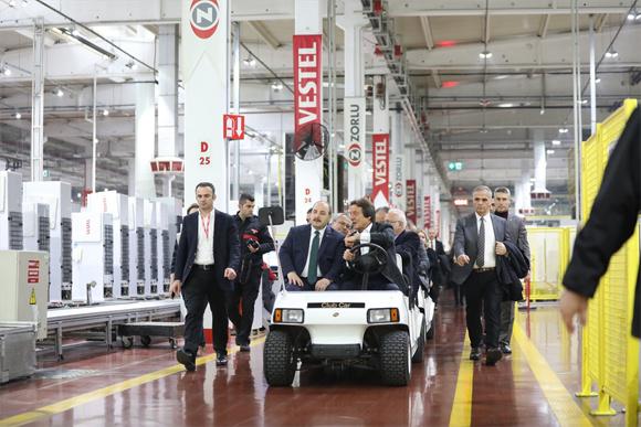 Sanayi ve Teknoloji Bakanı Mustafa Varank'a yerli otomobil sözü