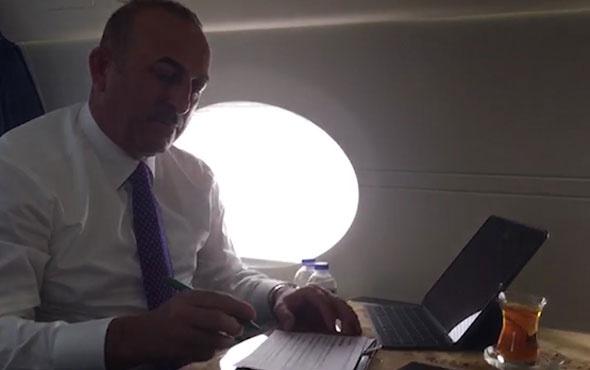 Dışişleri Bakanı Çavuşoğlu'nun yoğun gündemi uçakta da devam ediyor