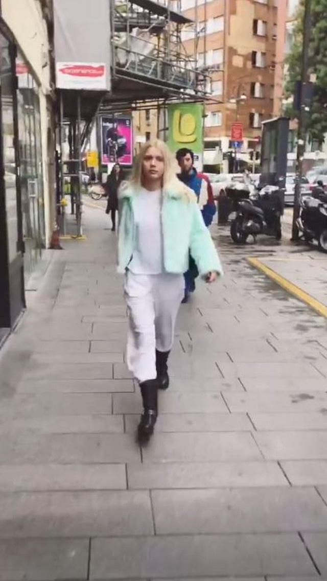 Aleyna Tilki, pijamasıyla İtalya sokaklarında vicdan azabı sporu yaptı