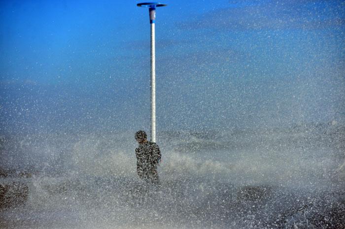 Mersin'i fırtına vurdu direğe sarıldı ama kurtulamadı