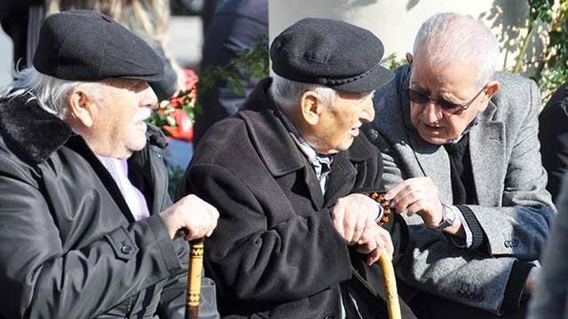 Emekli maaş zamları belli oluyor esnaf, memur ve işçi emekli maaşları ne kadar olacak?