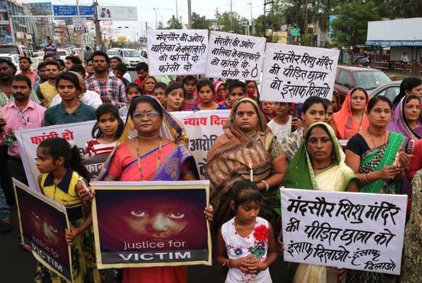 Tecavüze uğrayan 3 yaşındaki kızın durumu kritik Hindistan'da rezalet