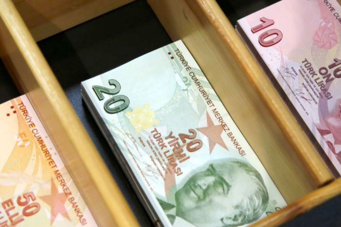 Asgari ücret net 2500 liranın üstünde komisyona gelen 2019 asgari ücret teklifi