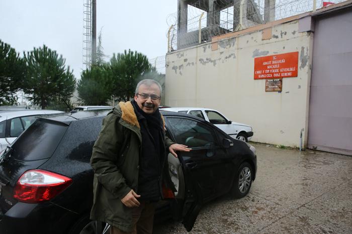 Sırrı Süreyya Önder cezaevine teslim oldu! işte cezaevi görüntüleri