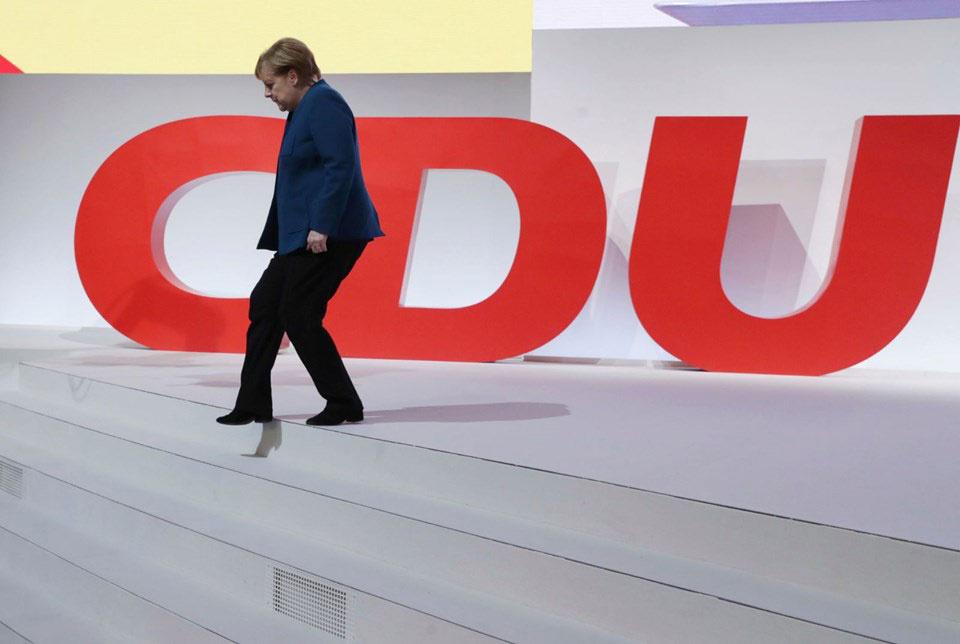 Angela Merkel veda etti! İlk kadın başbakan 18 yıl sonra koltuğu bıraktı